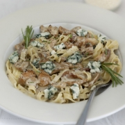 Pasta with mushrooms and Roquefort
